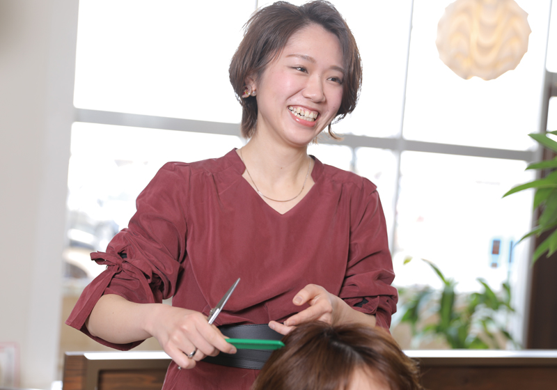 【*兵庫*多店舗サロン】美容師(スタイリスト)募集!【社会保険完備】\ 子育てと両立できる♪ /